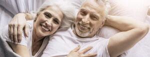 Paar-alt-gluecklich