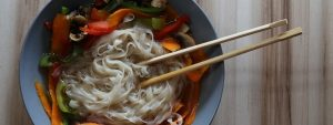 gemuese-suppe-asiatisch-nudeln